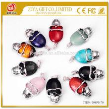 Natürlicher Kristall-Edelstein-Schädel-Anhänger 22x30MM halb kostbarer Stein Cabochon auf Legierungsschädel SP0170