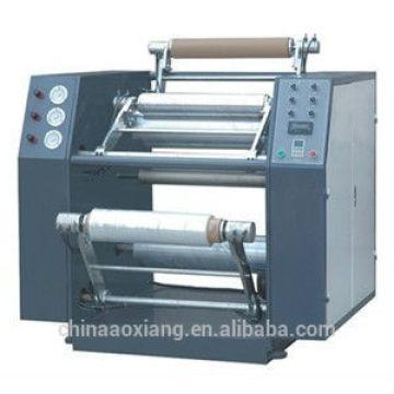 Machine à rembobiner et à fendre le film étirable semi-automatique
