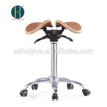 Hochwertiges Nussbaum-Holz-Sattelmöbel mit Kippsitz und Chromgestell