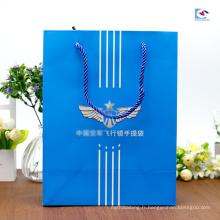 Coutume imprimant des sacs en papier de couleur de carton blanc pour l'emballage de lunettes de soleil