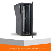 Cabinet de serveur et rack de réseau avec porte à ventilation haute densité