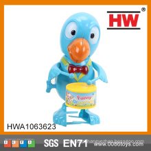 Brinquedo plástico engraçado 15CM Wind Up Parrot Drummer