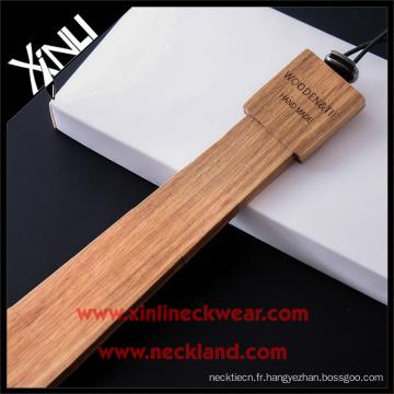 Cravate facile élastique de bande d'hommes à la mode en bois de cèdre