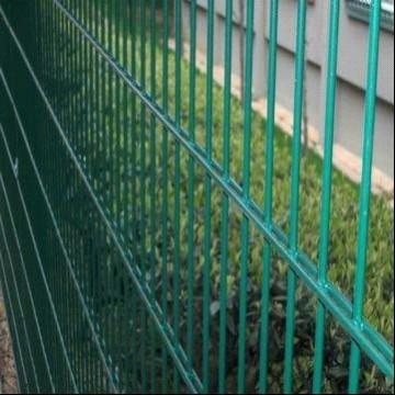 clôture à double maille 8/6/8 enduite de PVC