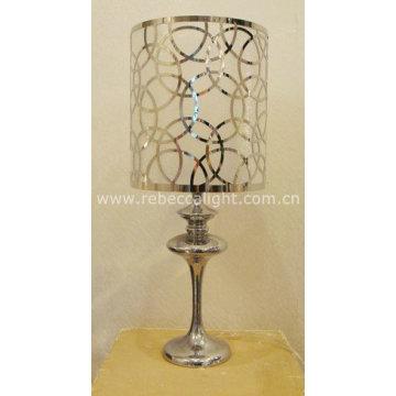 Moderna lámpara de mesa de acero láser cortado