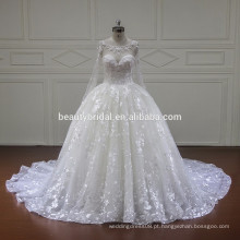 Vestido de noiva de luxo elegante e de manga comprida