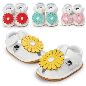 Las nuevas muchachas de la manera de las flores de las muchachas sangran las sandalias antideslizantes de la suela blanda