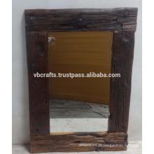 Moldura de madeira de pinheiro velho reciclado
