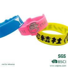 Браслеты с тиснением / Дешевые силиконовые браслеты для сувениров