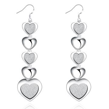 Los pendientes calientes de la plata de la forma del corazón de la venta platearon los pendientes de las muchachas del corazón