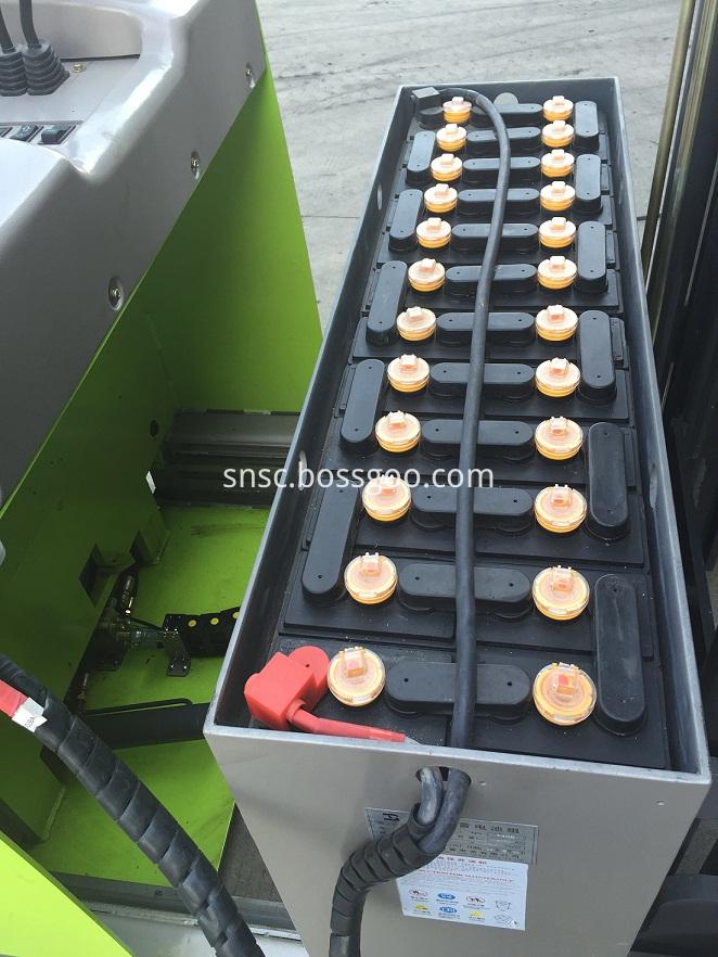 YB20 Reach Truck battery (1)