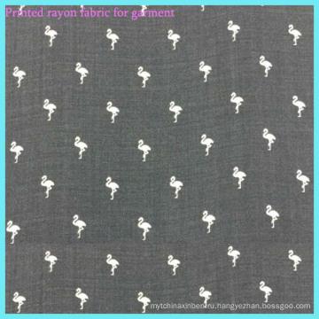Серая цветная вискозная ткань с принтом птиц для одежды