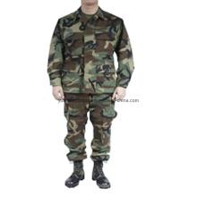 Militärkampf Bdu Uniformen im Waldland Camo