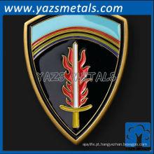 Moeda de desafio em latão personalizada em forma de escudo em metal com acabamento esmaltado