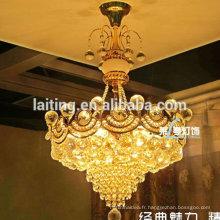 Petite lampe pendante en cristal pendant la cuisine