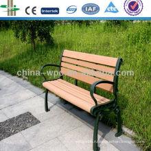 WPC скамейке в парке отдыха