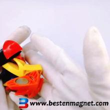 magnetischer Büro-Karabinerhaken aus Kunststoffdreieck
