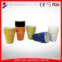 Venta al por mayor 2 tonos de color taza de café de cerámica sin manejar