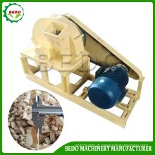 Máquina usada para fazer aparas de madeira