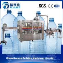 Máquina de llenado de agua de plástico de la botella