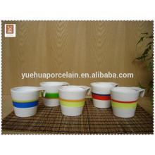 Copo cerâmico da caneca de café da alta qualidade com a faixa resistente ao calor do silicone