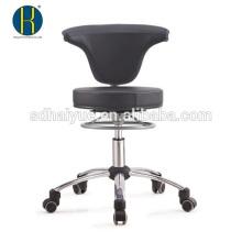 cadeira giratória preta de conferência com base cromada