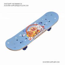 Planche à roulettes longue et concave à transfert de chaleur Skateboard 2406