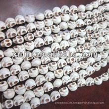 günstigste Großhandel türkis weiß pulver synthetische Howlith Schädel Perlen