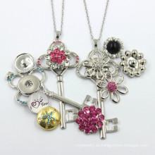 Fabricante de moda clave collar de joyas botón