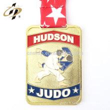 Articles en vrac en alliage de zinc émail plaqué or médailles de judo avec ruban