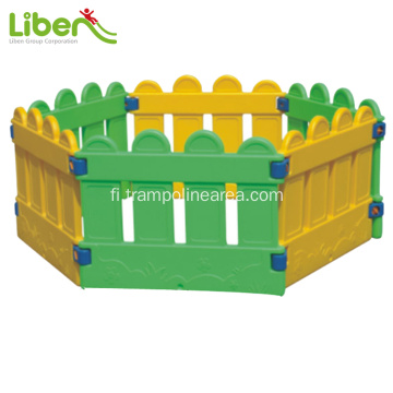 Indoor plastic ball pool lapsille