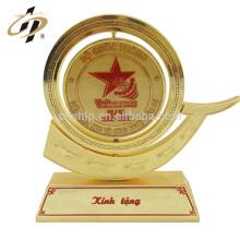 Gros nom personnalisé conception en vrac souvenir métal or trophée fabriqué en Chine