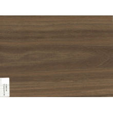 Chapa de madera de nogal humeante