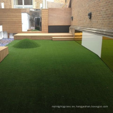 Alfombra de hierba artificial del color del material de PPE respetuoso del medio ambiente 28m m para para el jardín