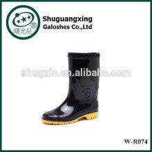 Plano inferior moda de botas de lluvia W-R074 lluvia zapatos con monograma PVC hombre