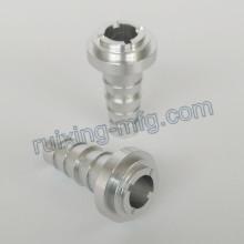 \ CNC que gira o bocal de alumínio de usinagem para a máquina de pulverização