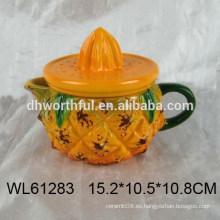 Taza de cerámica en forma de piña amarilla con tapa