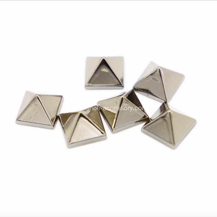 8x8mm Pyramid Studs with Nails