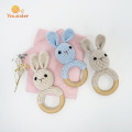 Anillo de madera suave Crochet Bunny Rattle Rattle Toys