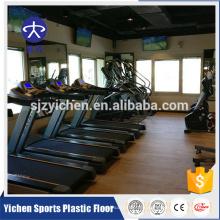Aerobic-Übungsbereich PVC des hölzernen Musterturnhallens trägt Plastikbodenbelag zur Schau