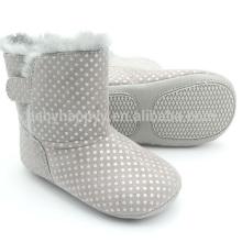 Los cabritos lindos de los zapatos ocasionales del invierno de los beb