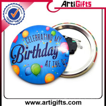Music button badge with magnet
