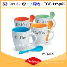 Taza de cerámica vendedora caliente con taza de café blanco de la taza linda de la taza de la cuchara