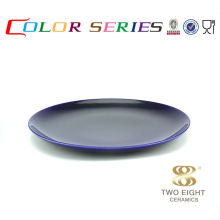 La vaisselle bleue fixe la plaque de couleur de plats en céramique peints à la main bon marché