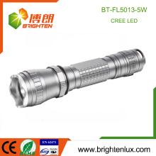 Hot Sale CE Rohs Alliage d'aluminium portable Longue gamme Puissante rechargeable 18650 batterie au lithium OEM Cree flash led lampe torche