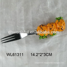 2016 lastest style ceramic pineapple shaped and stainless steel fork