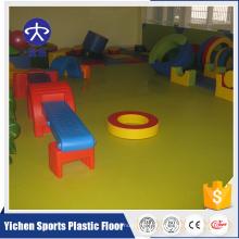 Revêtement de sol en PVC pour les enfants aire de jeux couverte