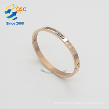 With shackle stainless steel gold bracelet jewelry design for girls
