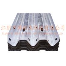 Steel Thire Waves Highway Guardrail Roll formant la ligne de production de la machine en Russie
