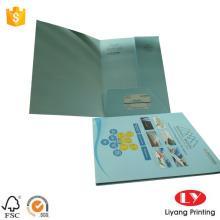 Pasta de papel a cores com um design de bolso